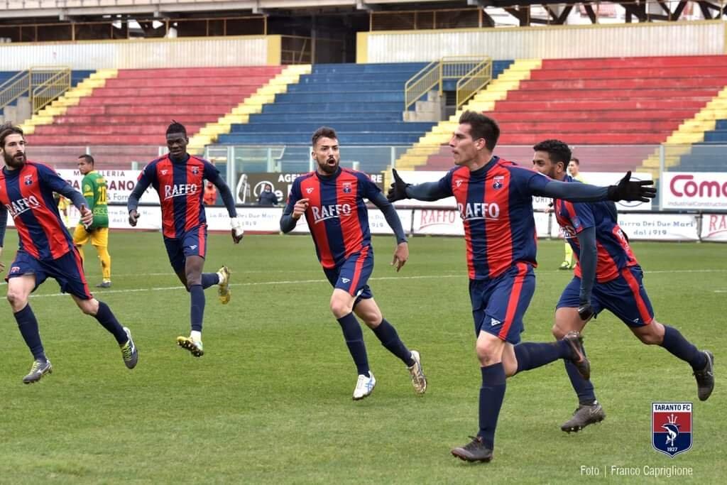 Guido Abayian marcó uno de los dos goles de la victoria de Taranto FC. Anotó de cabeza, tras saque de esquina, el primer tanto de su equipo.