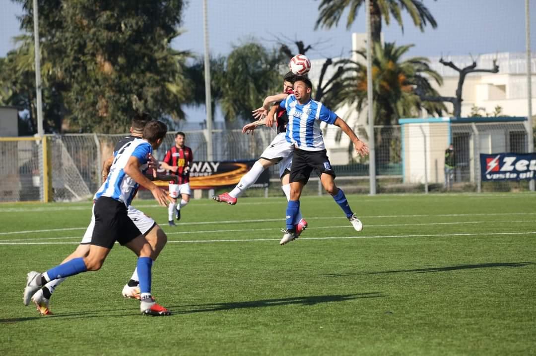 Tomás Urruty y Tomás López fueron titulares en la goleada de US Città di Fasano, que se quedó con 10 toda la segunda parte.