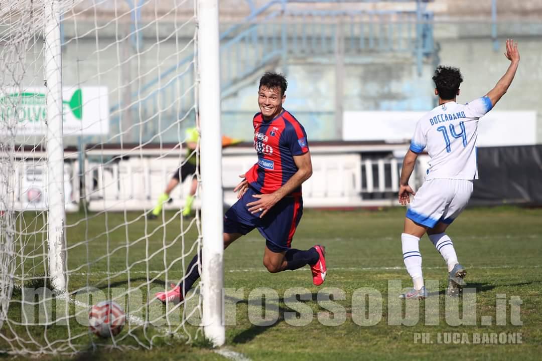 Augusto José Díaz sigue con su racha imparable de cara a gol. Tato controló un magnífico balón en el corazón del área y no perdonó en su definición ante el portero