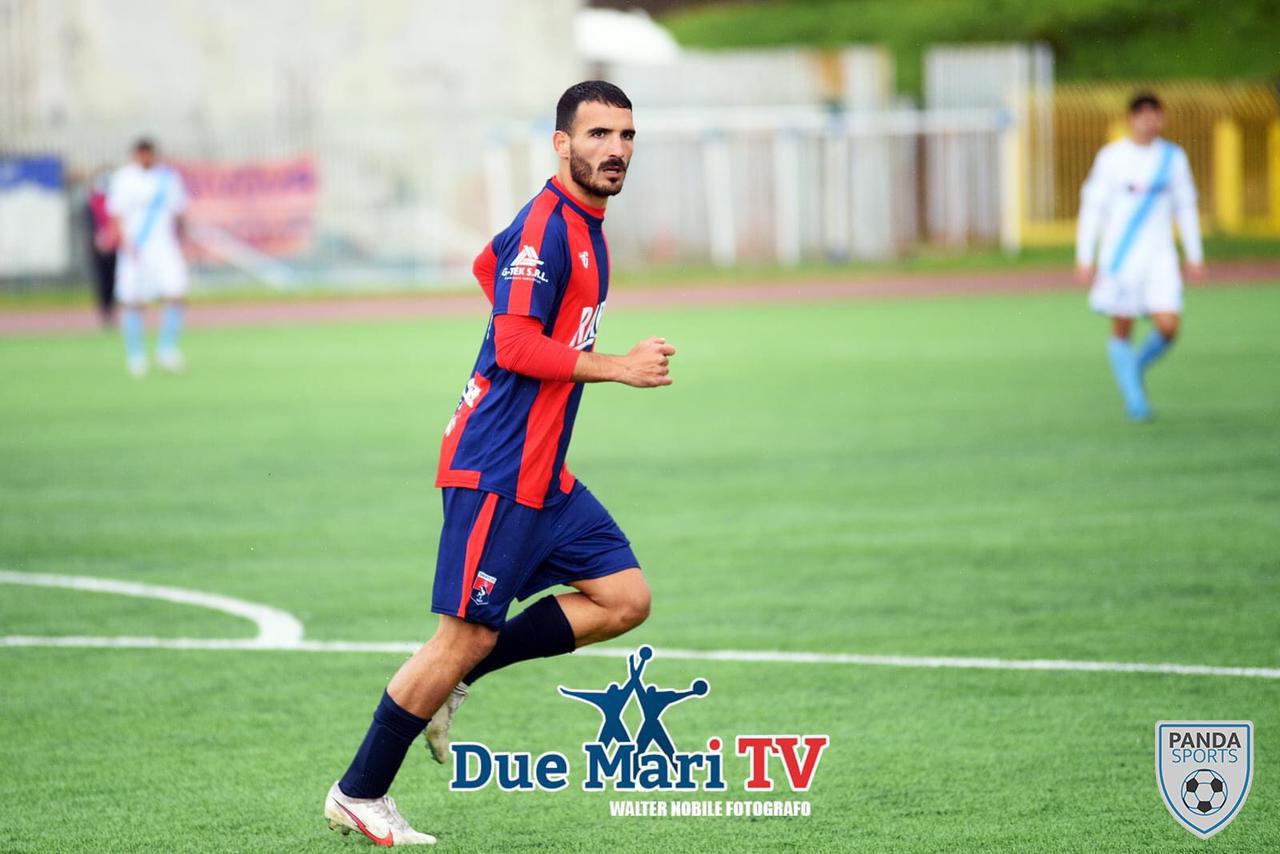 Nicolás Rizzo es un delantero que actualmente juega en el Taranto FC. Suele promediar el doble dígito de goles y asistencias por temporada.