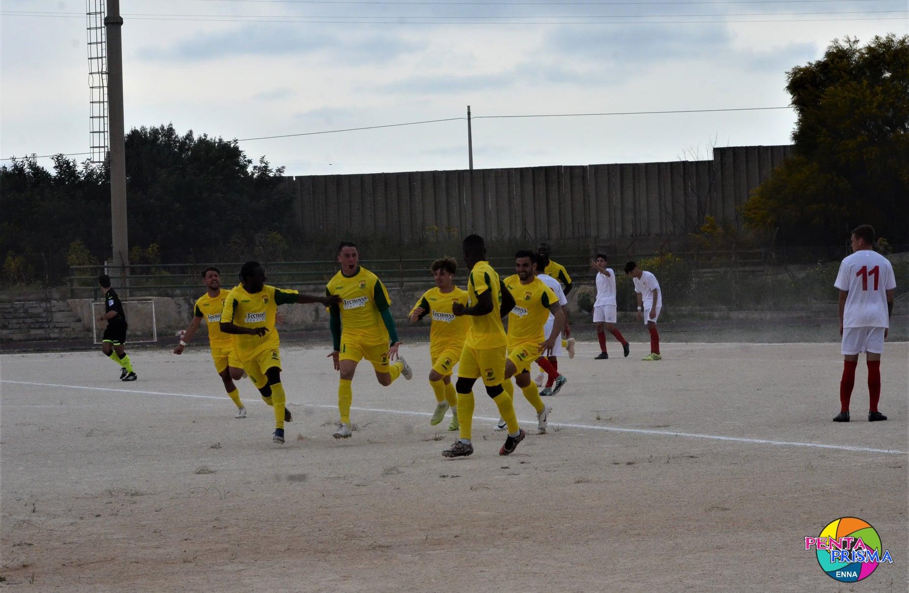 Franco Franzino marcó el primer gol de la victoria del Enna Calcio en campo del Virtus Ispica. Aprovechó un balón al segundo palo.