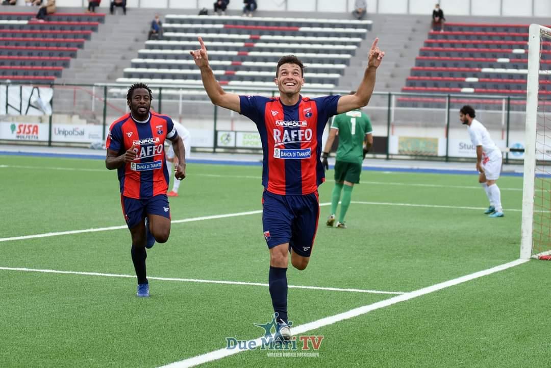 Tato Díaz marcó el primer gol del Taranto FC, tras un centro raso de Nico Rizzo. El Taranto prácticamente se asegura los playoffs de ascenso.