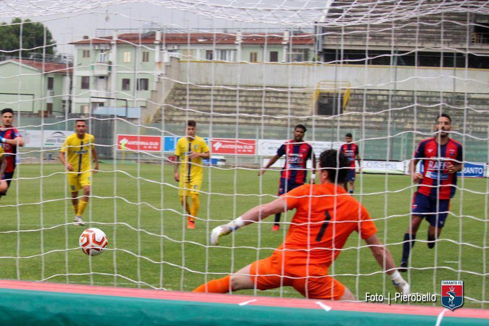 Nico Rizzo marcó un doblete y deja a un paso al Taranto FC de ser campeón de la Serie D-I y ascender directamente a la Serie C