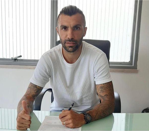 Manu González recala en el Gelbison, procedente del Taranto, con el que campeón de la Serie D-H y consiguió el ascenso directo a la Lega Pro.