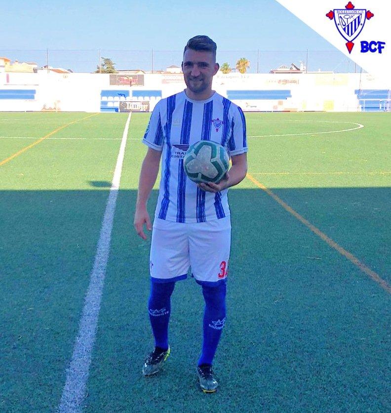 El lateral derecho Sergio Rodríguez rechaza ofertas de equipos de superior categoría para recalar en el equipo de su pueblo de adopción.